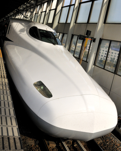 Shinkansen_Nozomi_Hiroshima_April_2010